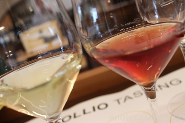 La Castellada Pinot grigio 2009 (right) compared to one made with no skin contact.